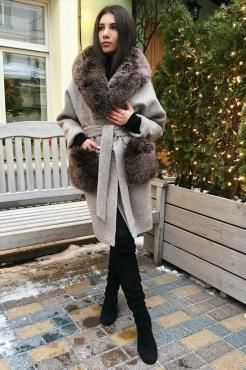 Модное женское пальто с меховыми карманами
