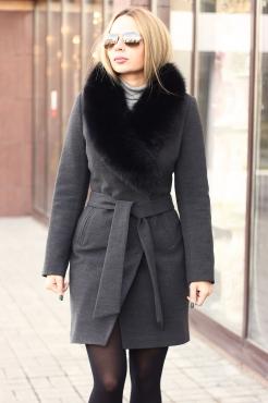 Шерстяное зимнее пальто с мехом песца