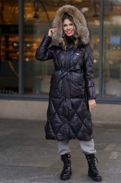 Молодежная зимняя куртка с капюшоном и поясом