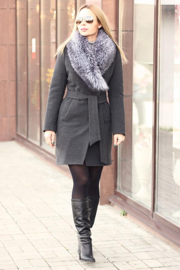 Кашемировое зимнее пальто с меховым воротником серое