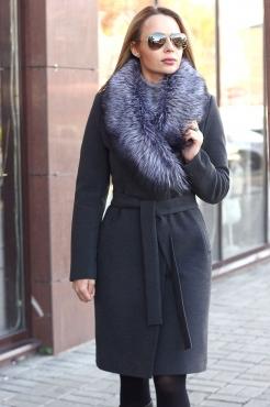 Зимнее клетчатое пальто с песцовым воротником