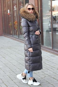Зимний женский пуховик с капюшоном черный